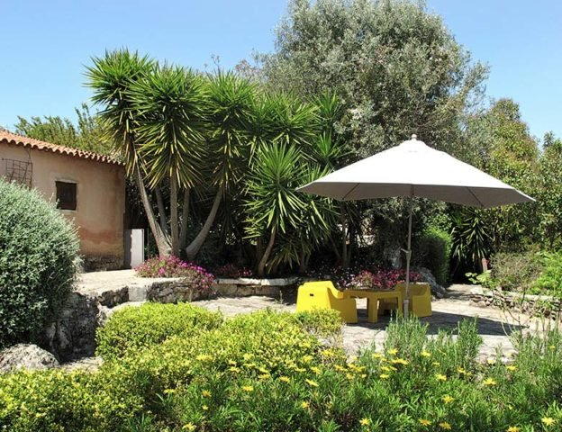 Villa Pedra — Rosemary House garden
