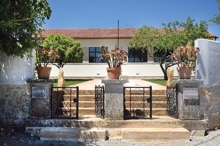 Villa Pedra — Boys and Girls School exterior