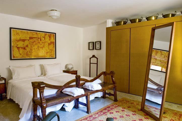 Villa Pedra — Medlar-Tree House bedroom
