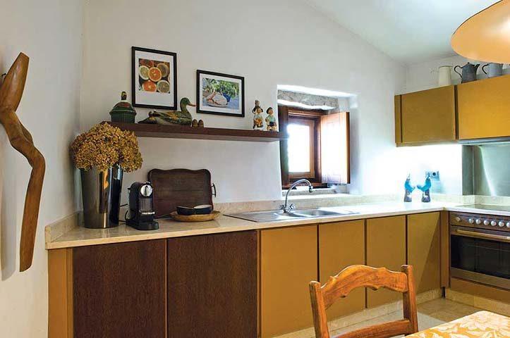 Villa Pedra — Walnut-Tree kitchen