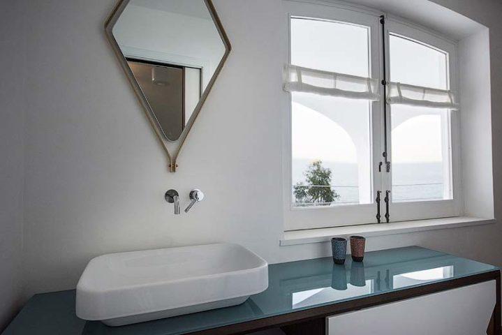 Villa on the Cliff — Bathroom