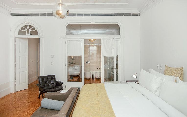 Porto Suites — King Grand Deluxe Garden Suite - 2nd floor