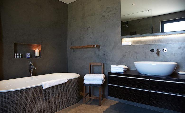 Fazenda Nova — Garden suite bathroom