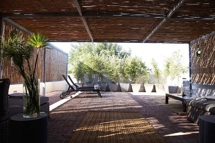 Fazenda Nova — Pool and garden