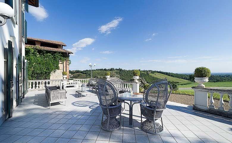 Villa di Parma — Vila di Parma terrace