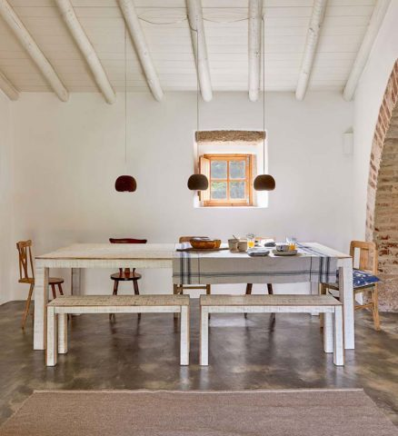 Casas Caiadas — Social house dining area
