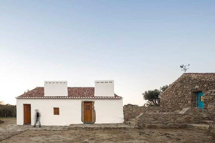 Casas Caiadas — Casa Caiada in the evening