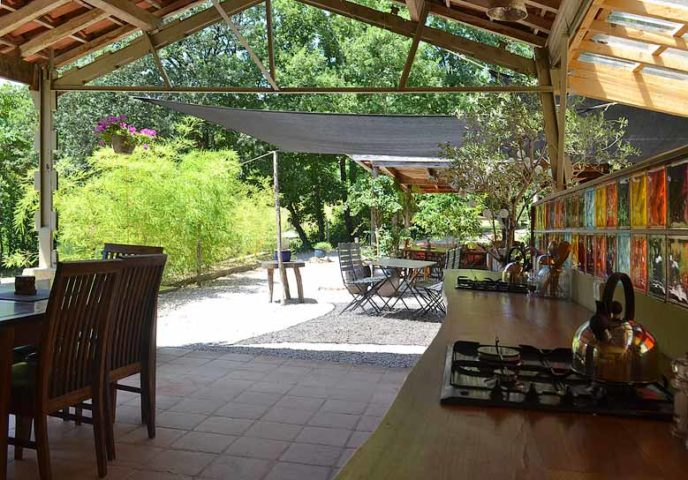 Le Camp — Kitchen and dining area
