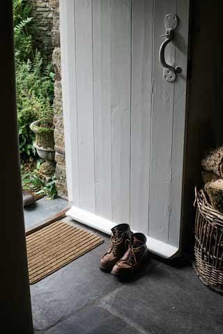Botelet Cottages — Manor cottage entrance