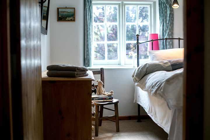 Botelet Cottages — Manor cottage single bedroom