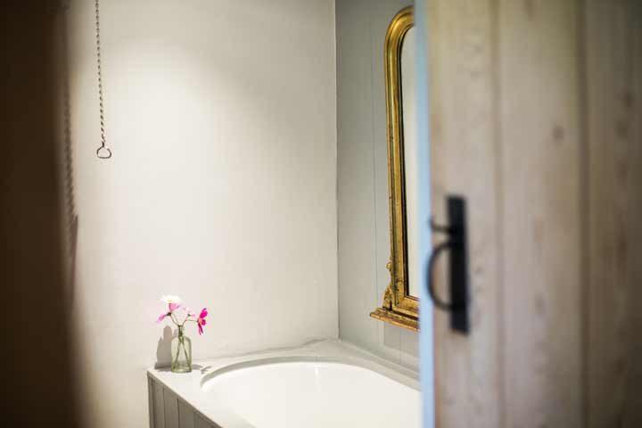 Botelet Cottages — Manor cottage bathroom