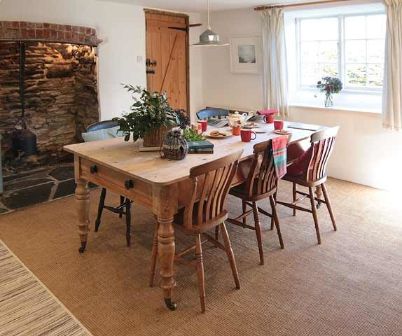 Botelet Cottages — Cowslip cottage kitchen dining area