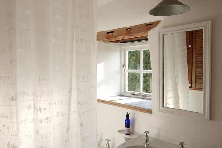 Botelet Cottages — Cowslip cottage bathoom