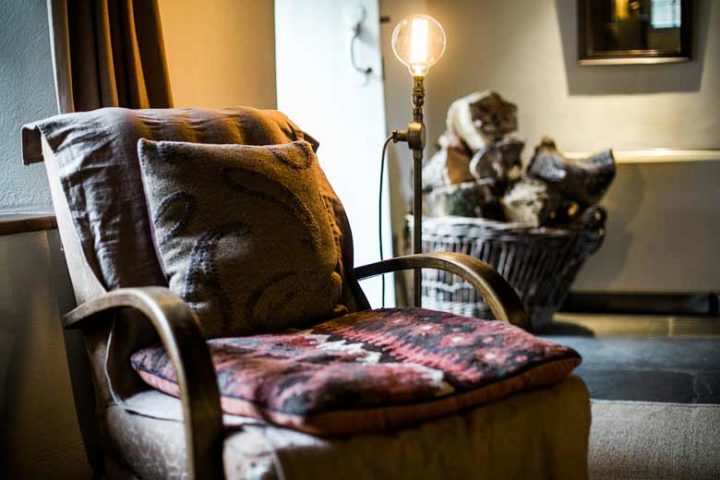 Botelet Cottages — Manor cottage lounge