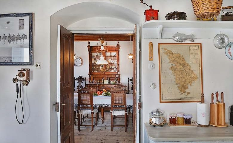 Psacharopoulos House — Dining room