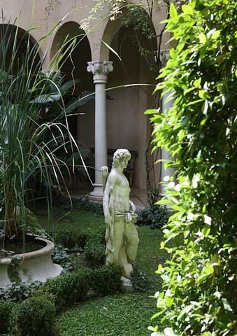 Jardins Secrets — Cloister garden