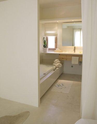 Farmhouse Hotel & Spa — Bathroom