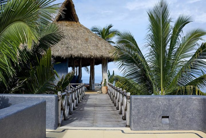 TeiTiare Estate — Casa O'Te Miti walkway