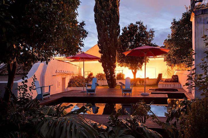 Palácio Belmonte — Garden and pool night shot