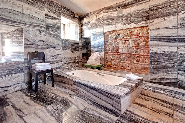 Palácio Belmonte — Padre Himalaya suite bathoom
