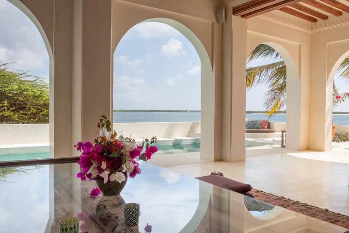 Forodhani House — Living area and pool