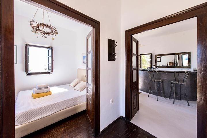 Villa Santorini II — Bedroom and lounge area