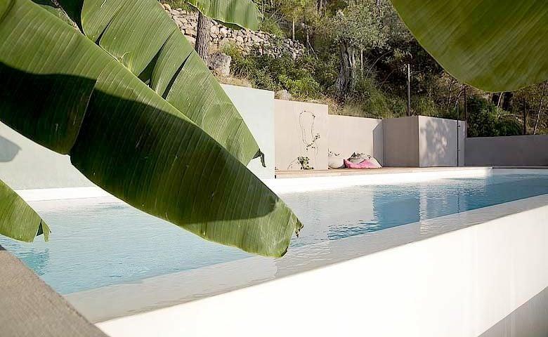 Mallorca Beach House — Pool area