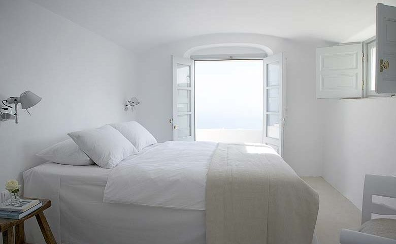 Imerovigli Villa — Main bedroom