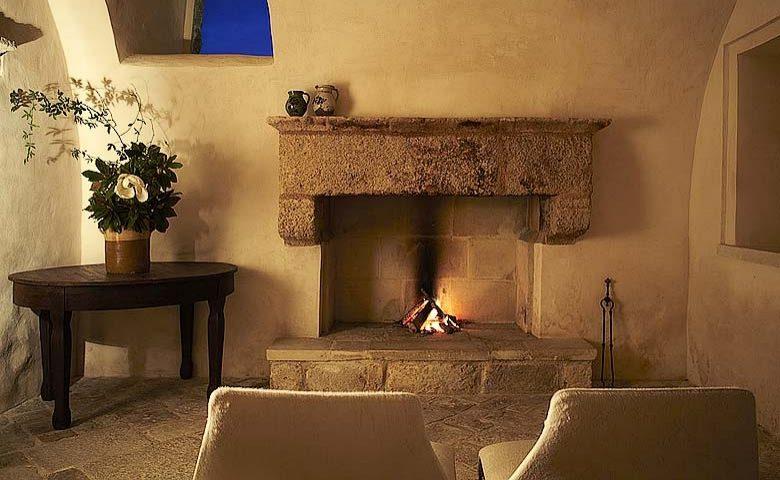 Villa Pizzorusso — Fireplace