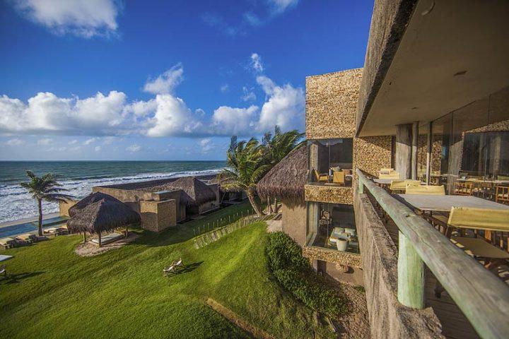 Kenoa Beach Spa & Resort — Restaurant beach views