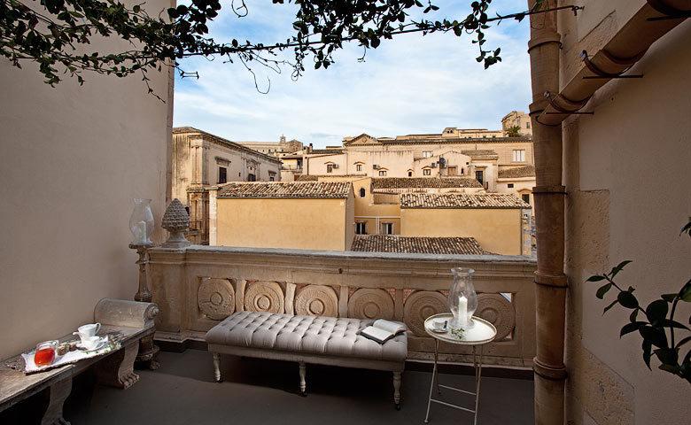 Seven Rooms Villadorata — Seven Rooms Villadorata loggia