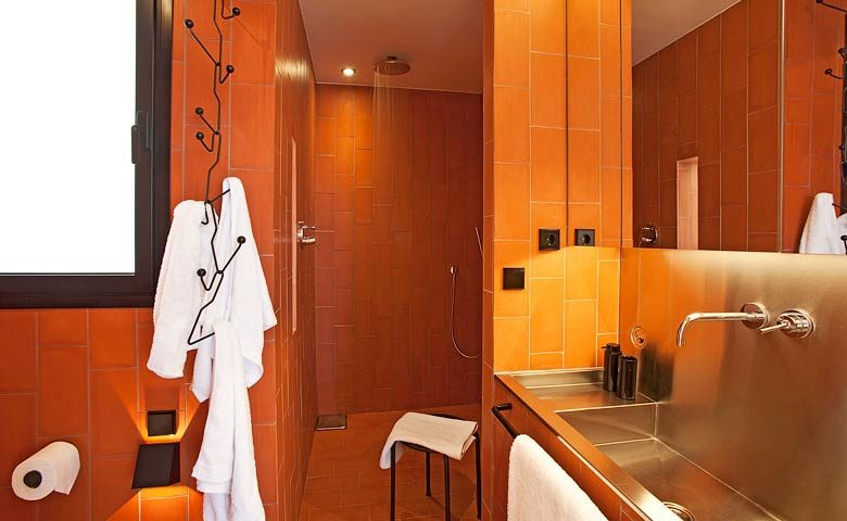 Urgell Apartment — Bathroom