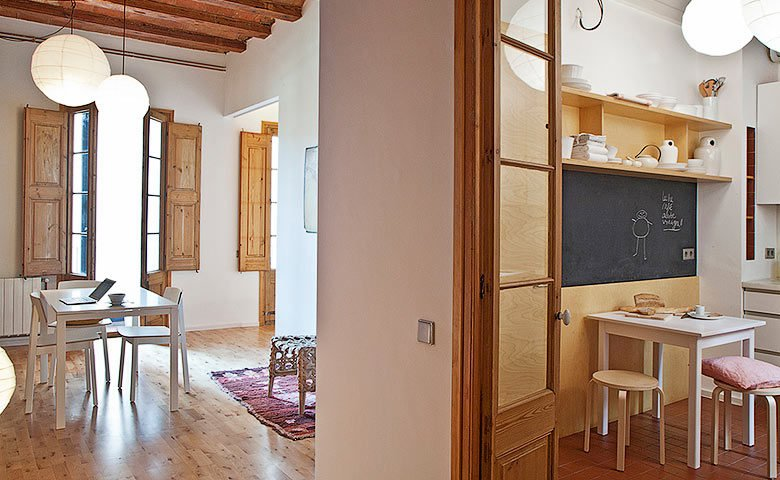 Eixample Apartment — Dining area and kitchen