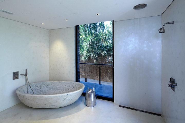 Playa Vik — Casa Blanca bathroom