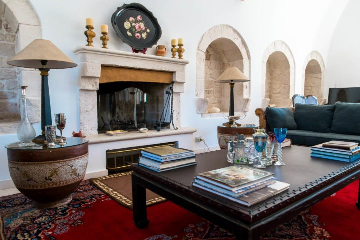 Masseria della Croce — Ground floor living room with fireplace