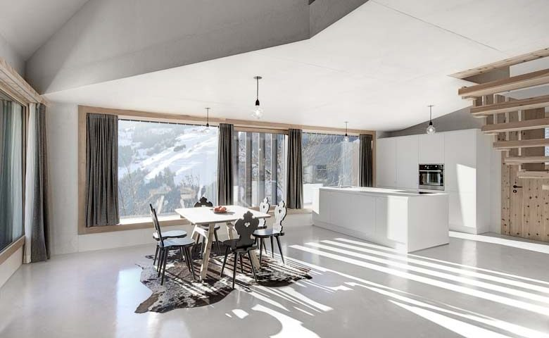 Modern Chalet — Kitchen and dining area