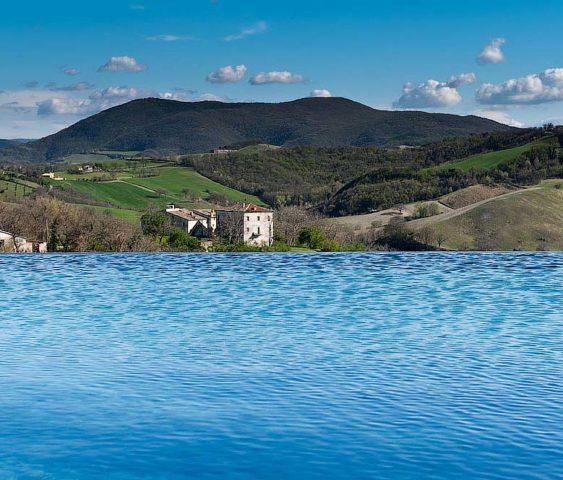 Borgo Tranquillo — Pool and view of Le Marche