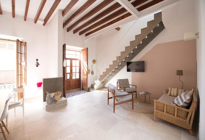 Casa Port — Entrance and lounge