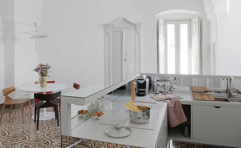 Palazzina Alchimia — Kitchen and dining area