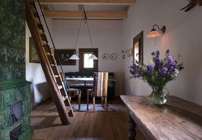 Maris Lodge — Interior