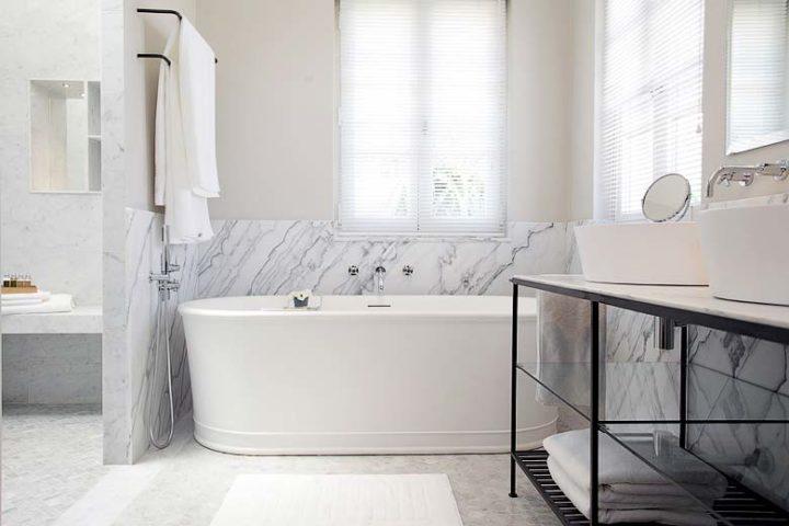 Villa d'Antibes — Master bathroom