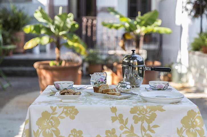 myhomeinporto — Breakfast outside