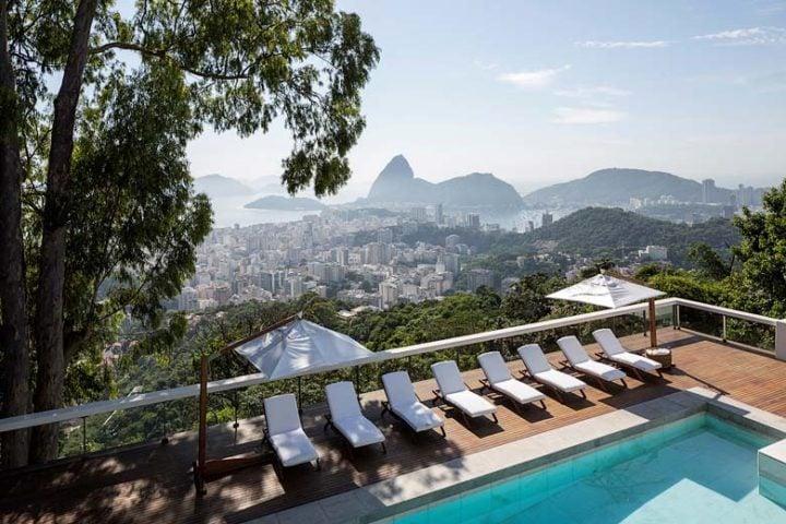 Vila Santa Teresa — Pool and view over Rio