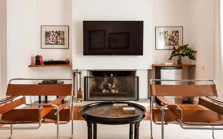 Vila Santa Teresa — Upstairs living room