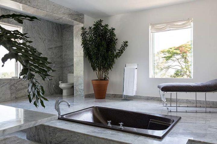 Vila Santa Teresa — Master bathroom