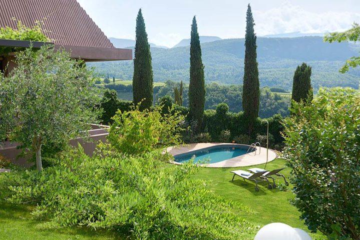 Villa Kaltern Piccola — Pool area and view