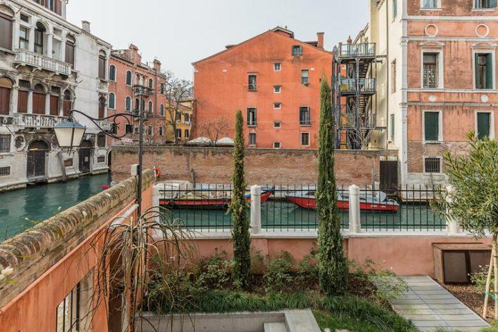 Palazzo Morosini — Canal views