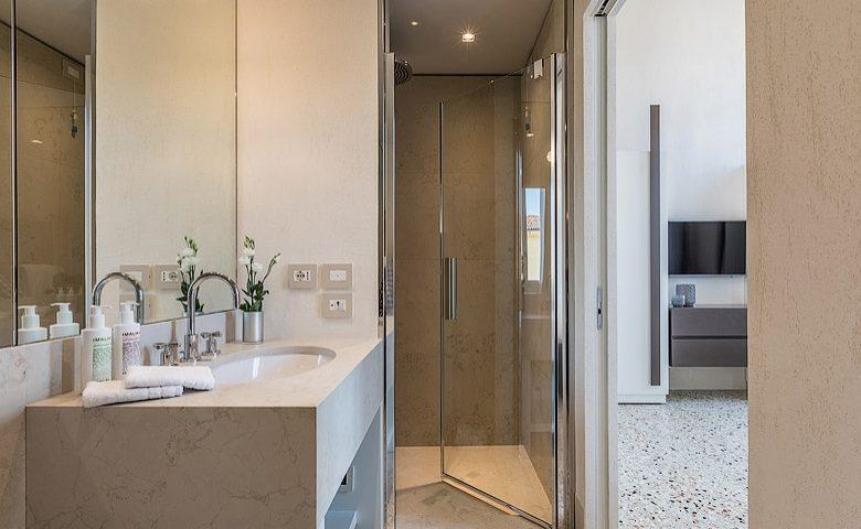 Palazzo Morosini — Ginepro bathroom