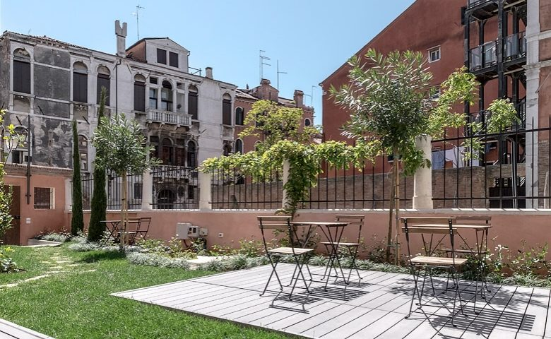 Palazzo Morosini — Canalside terrace