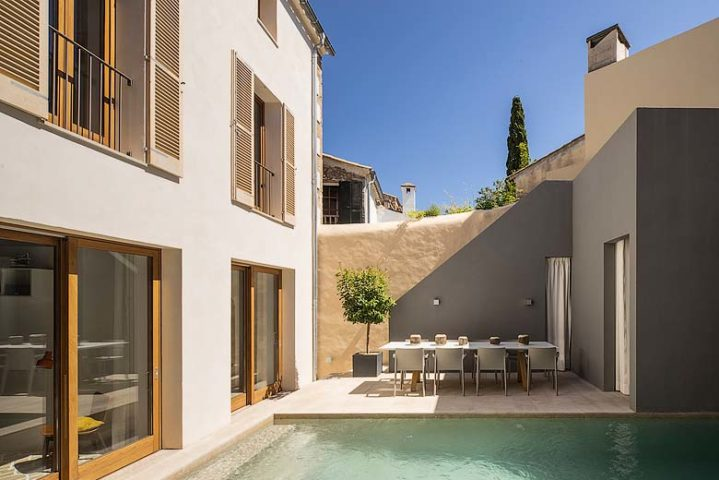 Pollença Town House — Pool and dining area